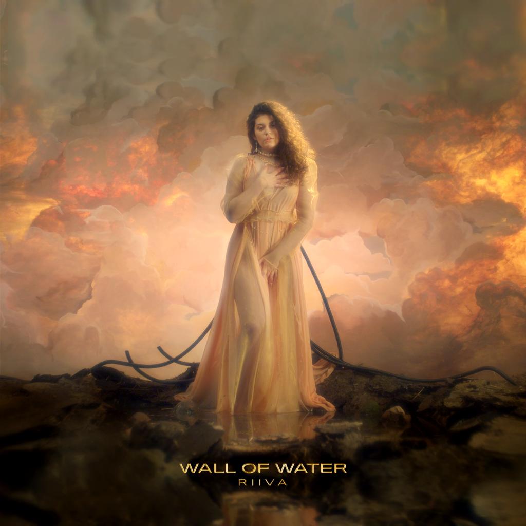 Wall Of Water Single Cover mit RIIVA als Wassergöttin