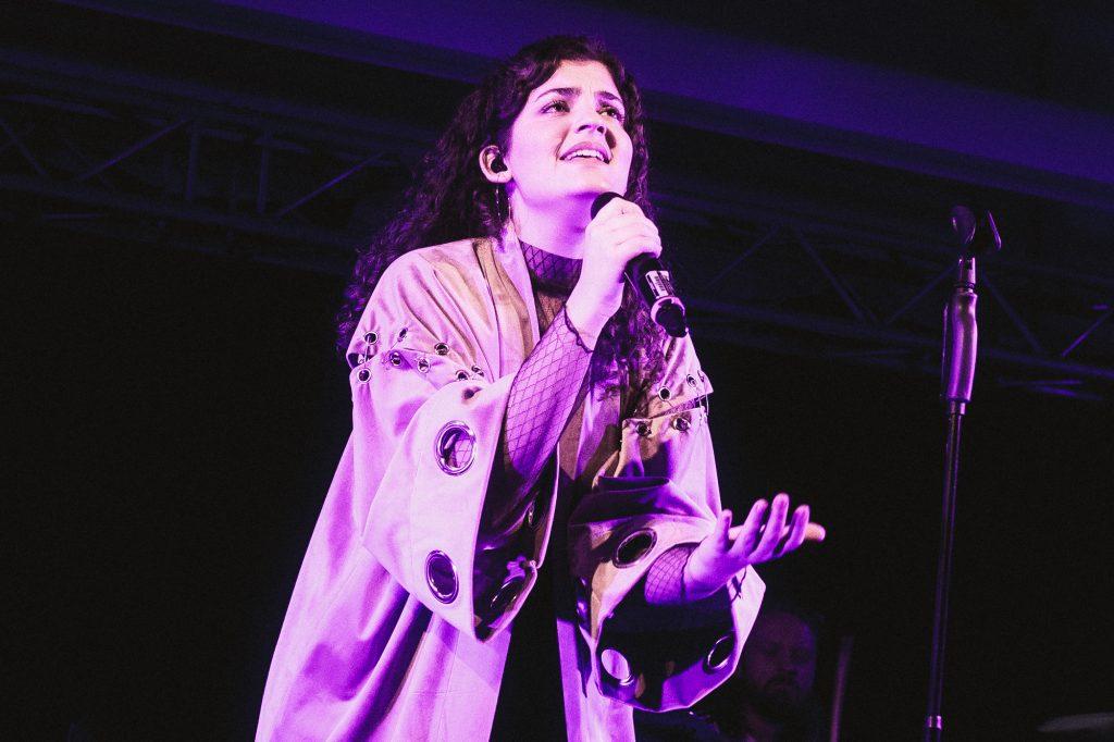 RIIVA emotional auf der Bühne in Mannheim